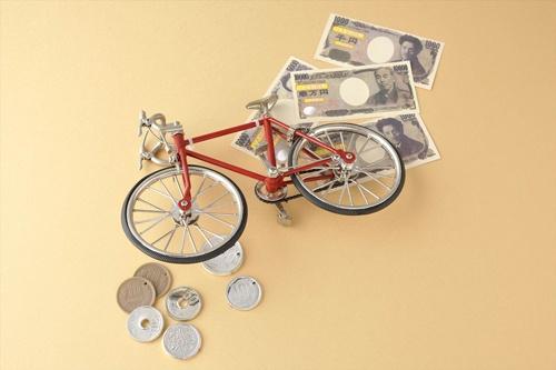 「自転車操業」と「余裕ある財務」を分けるものとは何か?(写真=ナオ/PIXTA)