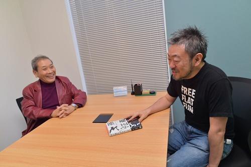 井上篤夫氏(左)と伊藤羊一氏は、約7年前の内モンゴル旅行以来の再会(写真:菊池一郎)