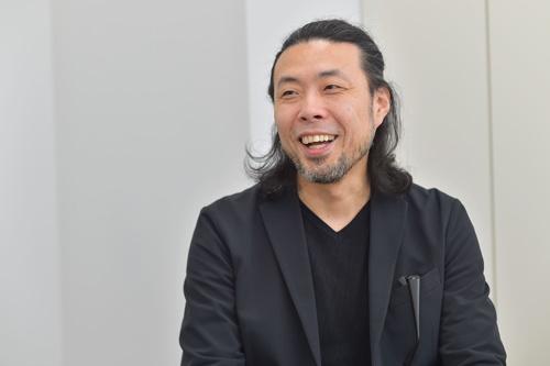 前田鎌利さん。少年時代から、「悪いことなんてとてもできなかった」という理由を明かす(写真:菊池一郎)