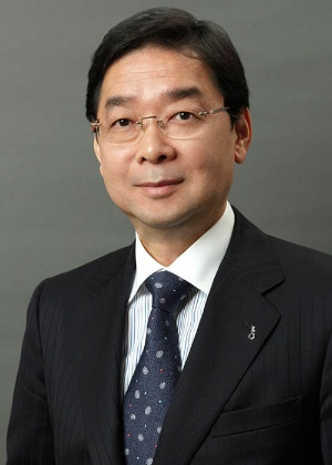 "<span class=""fontBold"">小宮一慶(こみや・かずよし)</span><br />経営コンサルタント。小宮コンサルタンツ代表取締役CEO。十数社の社外取締役や監査役、顧問も務める。京都大学法学部卒業後、東京銀行(現 三菱UFJ銀行)、岡本アソシエイツなどを経て独立。著書は100冊を超える"