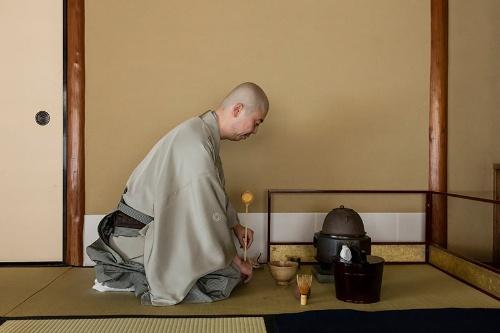 日本の伝統文化を富裕層に伝える役割は、その道の一流の人物に依頼するという。「旧山口萬吉邸」での茶会は家元に任せた(イメージ写真:淺川敏)