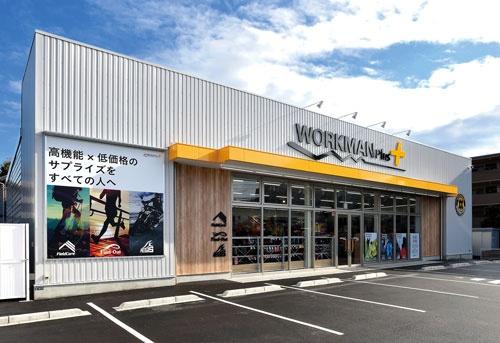 飛躍の原動力になった「ワークマンプラス」。 写真は、路面店1号店の川崎中野島店(川崎市)
