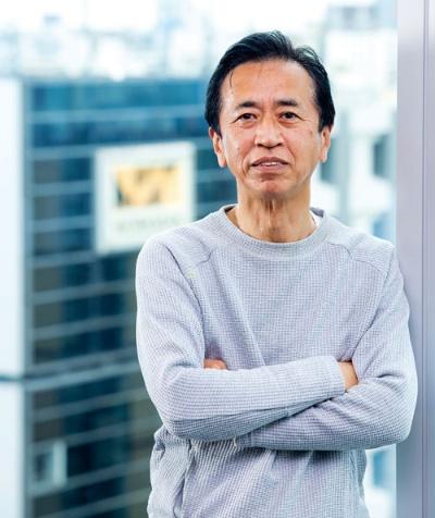 "<span class=""fontBold"">つちや・てつお</span><br />ワークマン専務取締役経営企画部・開発本部・情報システム部・ロジスティクス部担当。1952年生まれ。東京大学経済学部卒業。75年三井物産に入社。2012年ワークマンに常勤顧問として入社。常務を経て、19年6月から現職。創業者・土屋嘉雄氏のおい"
