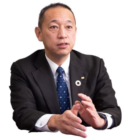 諸岡社長は、1899年から続く老舗のトップとして、在庫廃棄などの決断を率先し、生産性改善を促してきた(写真:堀 勝志古)