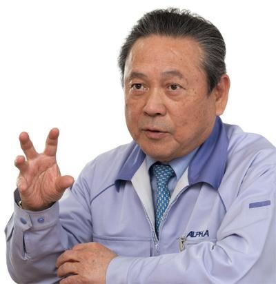 アルファ電子の樽川社長。コロナ禍で受注が減ったことをチャンスと、生産性改革を進めた(写真:尾苗 清)