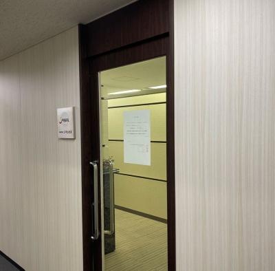 シマックス本社の入り口には民事再生法の適用申し立てを告げる書面が貼られていた