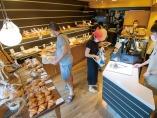 トレーの上のパンを自動認識するAIレジ導入の効果とは?