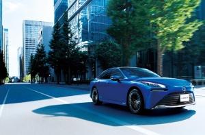 """<span class=""""fontBold"""">トヨタ自動車は2020年末に燃料電池車「MIRAI(ミライ)」を一新した。今後EVの車種も増やしていく</span>(写真:トヨタ自動車提供)"""