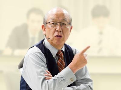 """<span class=""""fontBold"""">大山健太郎(おおやま・けんたろう)氏</span><br />アイリスオーヤマ会長。1945年生まれ。大阪で父親が経営していたプラスチック加工の大山ブロー工業所(1991年にアイリスオーヤマに社名変更)を、父の死に伴って64年、19歳で引き継ぐ。経営者を56年間と長きにわたり務め、生活用品メーカーからLED照明・家電メーカーに業容拡大。2018年会長就任(写真/尾苗清)"""