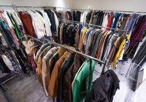 約300着も陳列するが、店員の視線を気にせずにじっくり選べる(写真:尾関裕士)