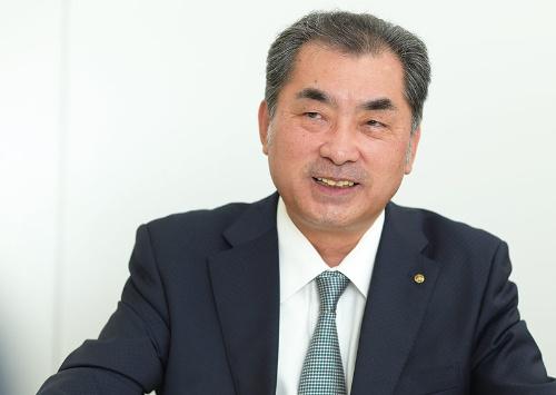 """<span class=""""fontBold"""">はやし・しんじろう</span><br>1959年千葉県生まれ。中央大学法学部卒業後、83年山万に入社。95年取締役、99年常務、2015年専務を経て、20年3月、副社長に就任。嶋田哲夫社長と共に、ユーカリが丘の街づくりをけん引してきた(写真:菊池一郎)"""