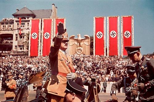 ドイツのヒトラー(写真:ユニフォトプレス)