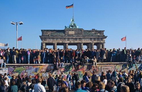 1989年、ベルリンの壁が崩壊した(写真:ユニフォトプレス)