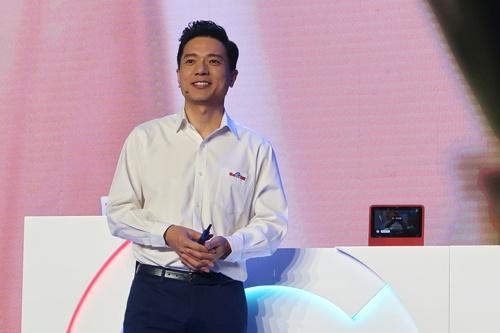 バイドゥのロビン・リー共同創業者兼CEO(最高経営責任者)(写真:ロイター/アフロ)