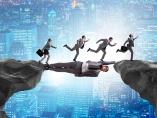 「企業には、契約より信頼の方がはるかに重い」