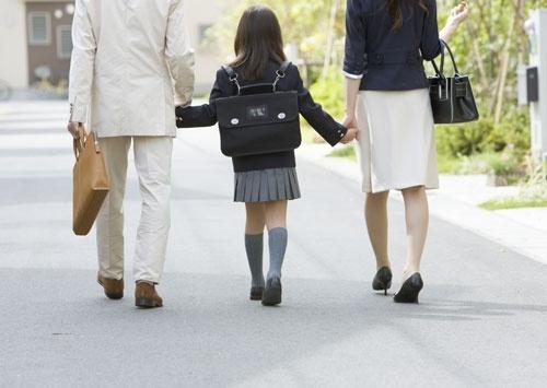 経済学で推計した、働く母親のリアルな育児負担の重さ (新しい経済の教科書 Lesson2 経済学で考える幸せな働き方)