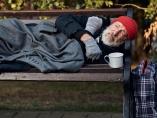 行動経済学でホームレスと実験「自立促す貯蓄コンテスト」