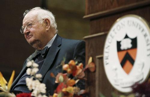 2015年、ノーベル経済学賞を受賞したアンガス・ディートン米プリンストン大学教授(写真:ロイター/アフロ)
