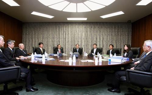 2010年10月5日に開かれた金融政策決定会合(写真:共同通信)