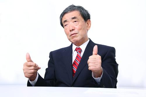 毎週日曜日、決まった店を回り定点観測を続ける松本会長(写真:高橋久雄)