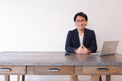 <b>河田真誠(かわだ・しんせい)</b><br /> しつもん経営研究所(有)代表取締役。1976年生まれ。広島でデザイン会社の経営や、口コミだけで1000人規模のイベントを毎月主催した経験をもとに、独自の集客プログラムを開発し、企業へのコンサルティングを始める。教えるのではなく「しつもん」をするスタイル、わかりやすい切り口、そして実際に結果が出るコンサルが評判を呼び、全国にクライアントを持つ。集客、問題解決、マネジメント、営業など、企業コンサルティングでの「しつもん」のノウハウをまとめて、「しつもん経営」としてプログラム化し、多くの企業にコンサルティングや研修として提供している。最近では、企業でしつもんする「しつもんコンサルタント」の育成や、起業家支援、ビジネスモデルのプロデュースにも力を入れている。