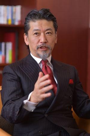 牧野氏は、社員4000人を擁するソフトウェアメーカー、ワークスアプリケーションズの創業経営者。現在53歳。趣味はスーツ(写真:菊池一郎)