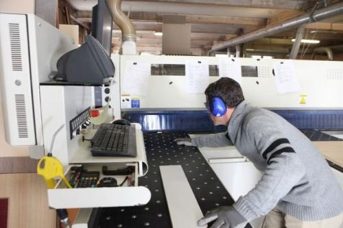 工場勤務者のDさんは3交代制のシフトに対応するために、眠る時間帯が週のなかで不規則になっていた。(©auremar-123RF)