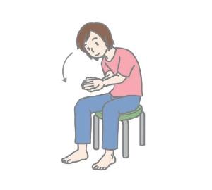 (5)そのまま両肘をへそにくっつけるようにして前屈する。